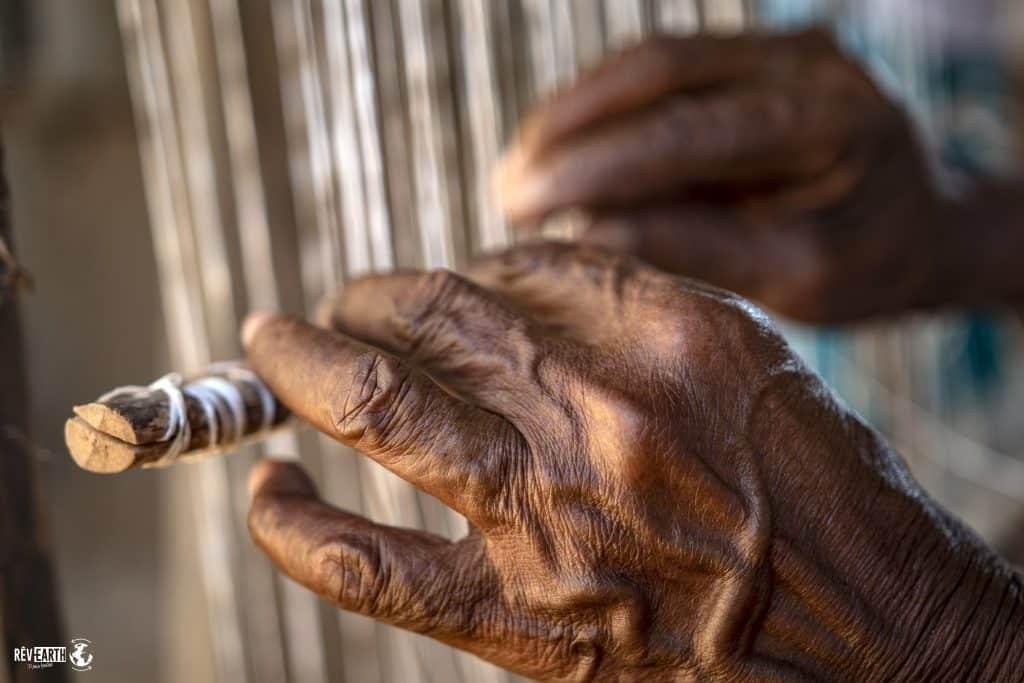 Les femmes de la fondation Amor del Arte travaillent à la revalorisation du palmier à feuilles pennées