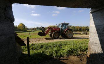 tracteur paysan agriculteur